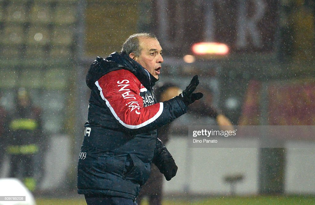 Head coach of Carpi <a gi-track='captionPersonalityLinkClicked' href=/galleries/search?phrase=Fabrizio+Castori&family=editorial&specificpeople=6339052 ng-click='$event.stopPropagation()'>Fabrizio Castori</a> gestures during the Serie A match between Carpi FC and AS Roma at Alberto Braglia Stadium on February 12, 2016 in Modena, Italy.