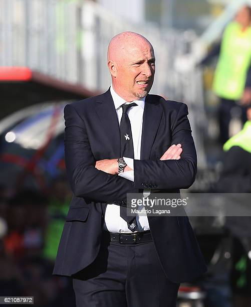 Head coach of Chievo Rolando Maran during the Serie A match between FC Crotone and AC ChievoVerona at Stadio Comunale Ezio Scida on October 30 2016...