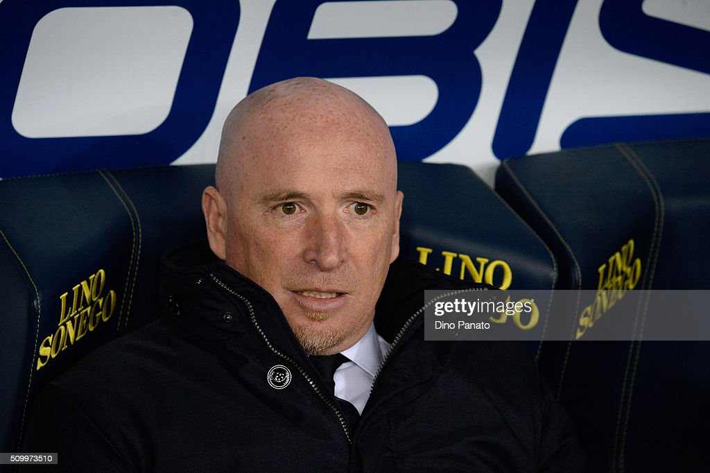 Head coach of Chievo Verona Rolando Maran looks on during the Serie A match between AC Chievo Verona and US Sassuolo Calcio at Stadio Marc'Antonio Bentegodi on February 13, 2016 in Verona, Italy.