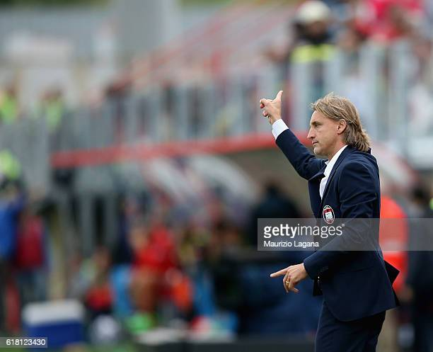 Head coach of Crotone Davide Nicola during the Serie A match between FC Crotone and SSC Napoli at Stadio Comunale Ezio Scida on October 23 2016 in...