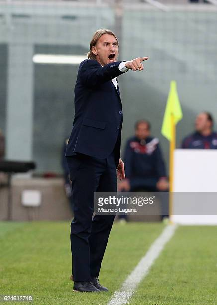 Head coach of Crotone Davide Nicola gestures during the Serie A match between FC Crotone and FC Torino at Stadio Comunale Ezio Scida on November 20...