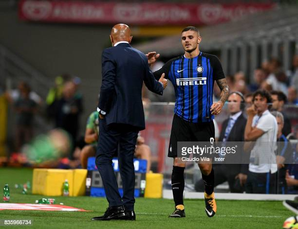 Head coach of FC Internazionale Luciano Spalletti embraces Mauro Icardi of FC Internazionale at the end the Serie A match between FC Internazionale...