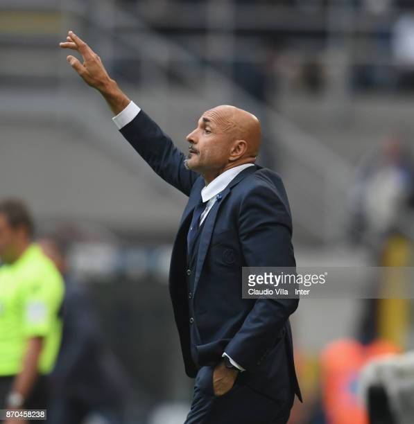 Head coach of FC Internazionale Luciano Spalletti gestures during the Serie A match between FC Internazionale and Torino FC at Stadio Giuseppe Meazza...