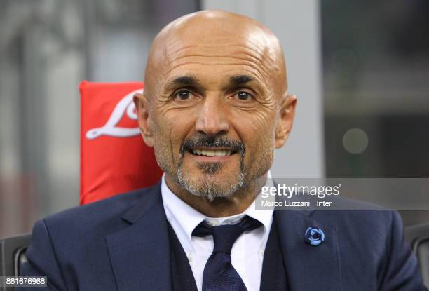Head coach of FC Internazionale Luciano Spalletti looks on during the Serie A match between FC Internazionale and AC Milan at Stadio Giuseppe Meazza...