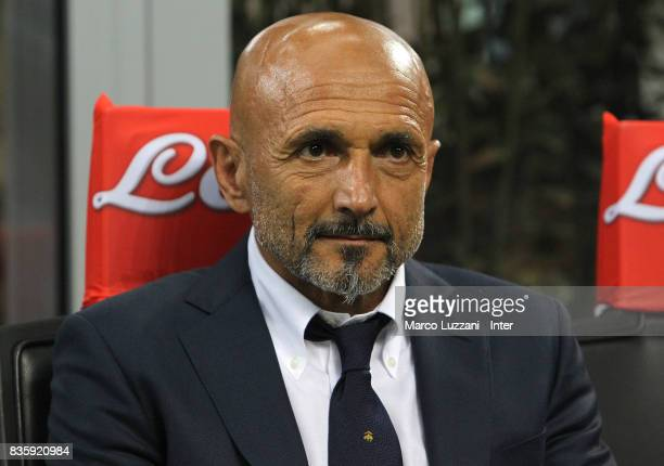 Head coach of FC Internazionale Luciano Spalletti looks on from the bench during during the Serie A match between FC Internazionale and ACF...