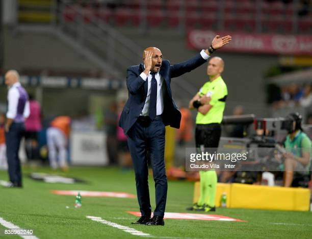 Head coach of FC Internazionale Luciano Spalletti reacts during the Serie A match between FC Internazionale and ACF Fiorentina at Stadio Giuseppe...