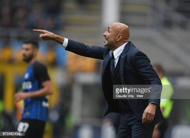 Head coach of FC Internazionale Luciano Spalletti reacts during the Serie A match between FC Internazionale and Torino FC at Stadio Giuseppe Meazza...