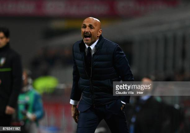 Head coach of FC Internazionale Luciano Spalletti reacts during the Serie A match between FC Internazionale and Atalanta BC at Stadio Giuseppe Meazza...
