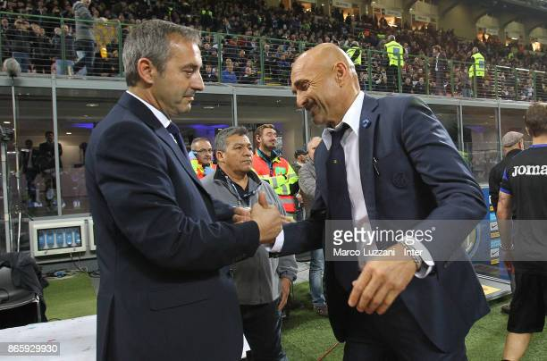 Head coach of FC Internazionale Luciano Spalletti shakes hands with head coach of UC Sampdoria Marco Giampaolo before the Serie A match between FC...