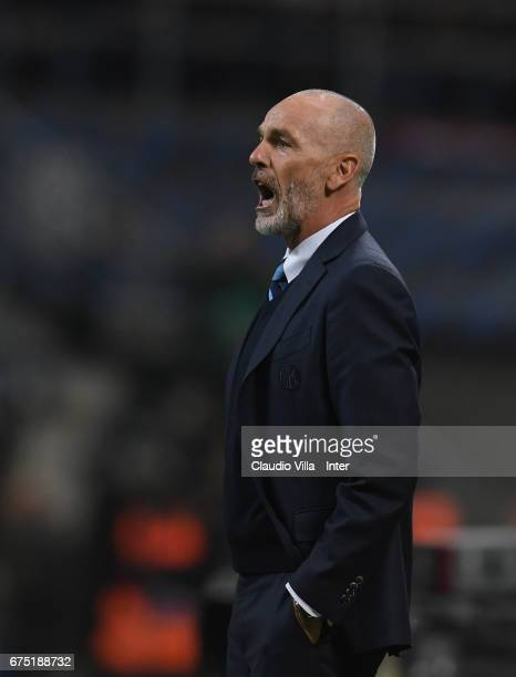 Head coach of FC Internazionale Stefano Pioli reacts during the Serie A match between FC Internazionale and SSC Napoli at Stadio Giuseppe Meazza on...