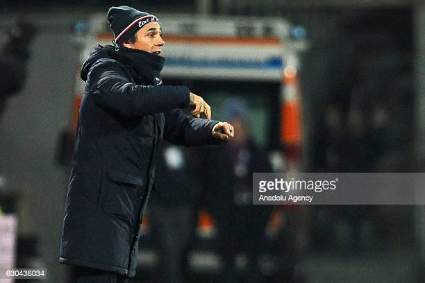 Head coach of Fiorentina Paulo Sousa gestures during the Italian Serie A soccer match between ACF Fiorentina and SSC Napoli at Stadio Artemio Franchi...