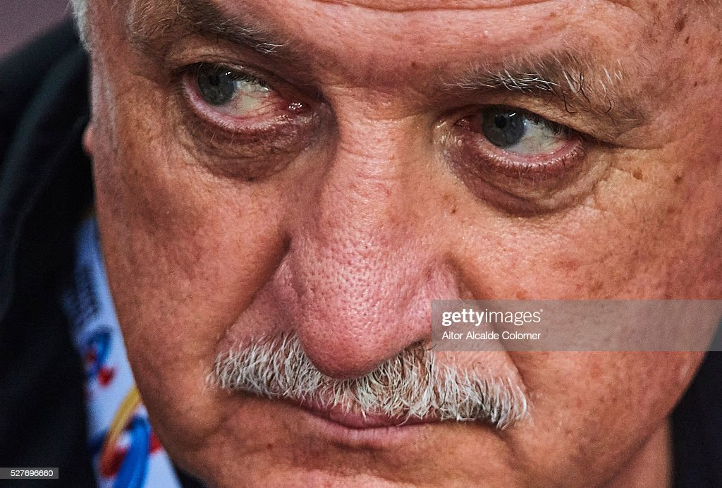 Head coach of Guangzhou Evergrande Luiz Felipe Scolari looks on during the AFC Asian Champions League match between Guangzhou Evergrande FC and Sydney FC at Tianhe Stadium on May 3, 2016 in Guangzhou, China.