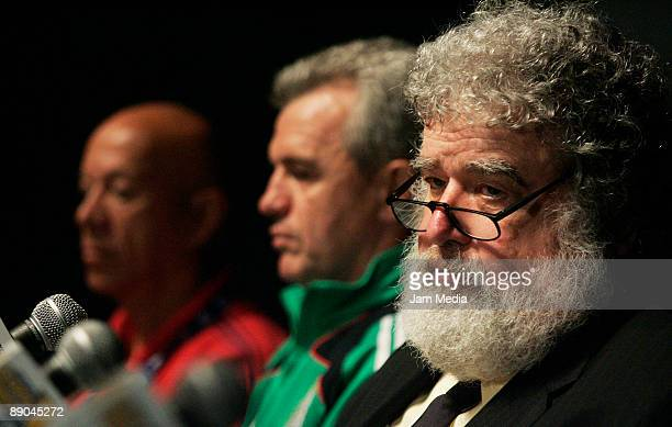 Head coach of Haiti Jairo Campos Javier Aguirre head coach of Mexico and Chuck Blazer General Secretary of CONCACAF during a press conference at The...