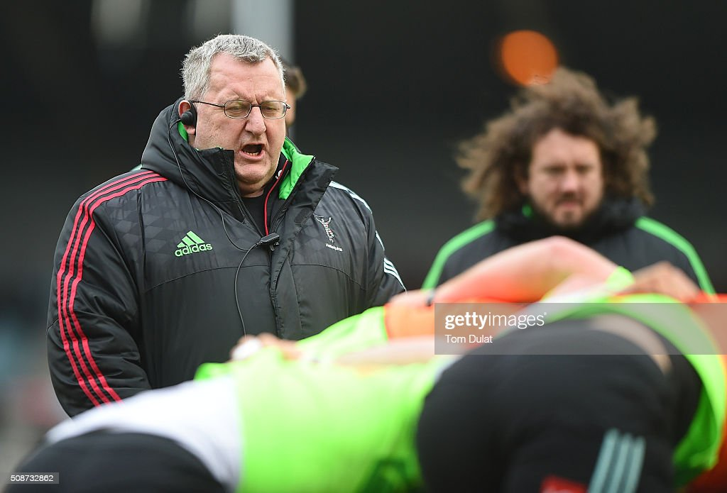 Head Coach of Harlequins John Kingston looks on prior to the Aviva Premiership match between Harlequins and Northampton Saints at Twickenham Stoop on February 6, 2016 in London, England. (Photo by Tom Dulat/Getty Images).