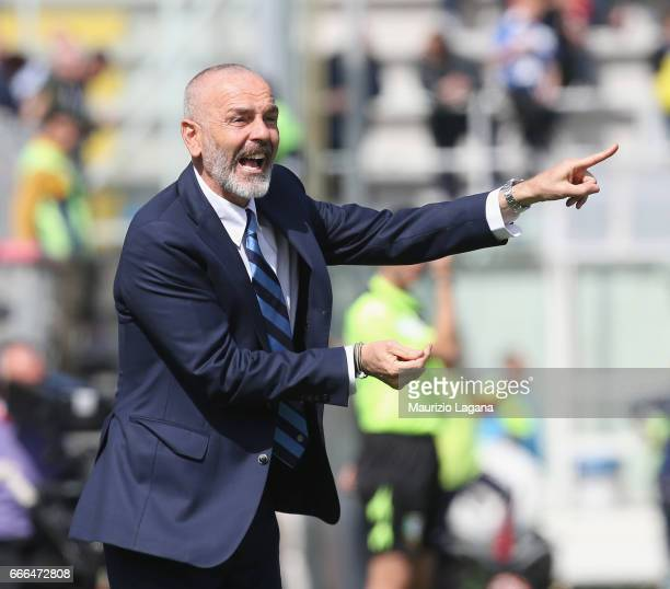 Head coach of Inter Stefano Pioli gestures during the Serie A match between FC Crotone and FC Internazionale at Stadio Comunale Ezio Scida on April 9...