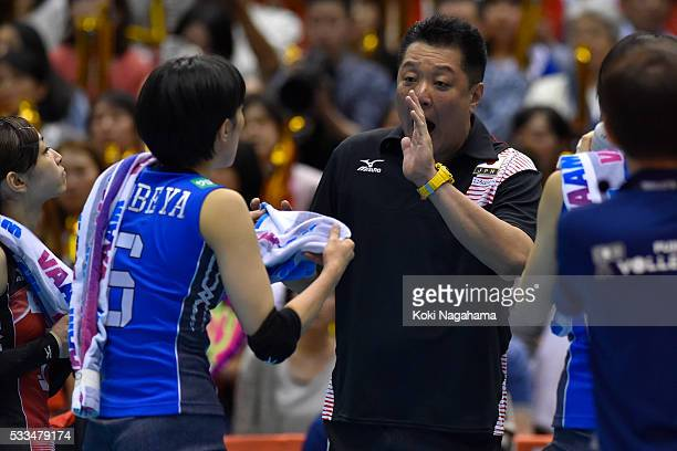 Head coach of Japan Masayoshi Manabe gives advice to his players during the Women's World Olympic Qualification game between Netherlands and Japan at...