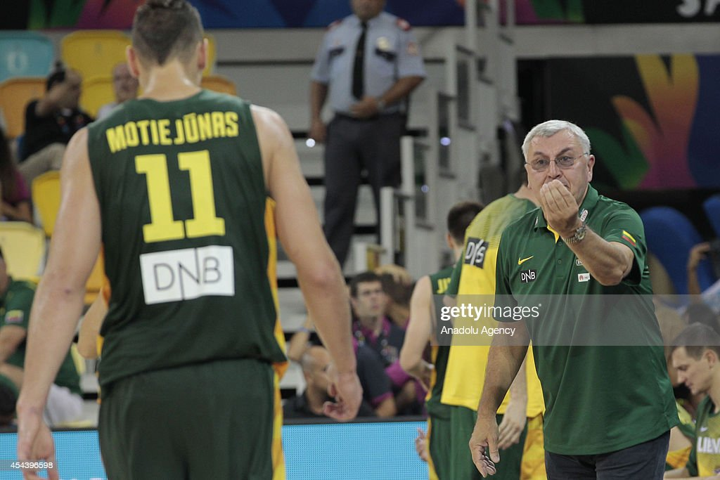 Head coach of Lithuania Jonas Kazlauskas (R) reacts during the 2014 FIBA World basketball championships group D match between Lithuania vs Mexico at the Gran Canaria Arena in Gran Canaria on August 30, 2014.
