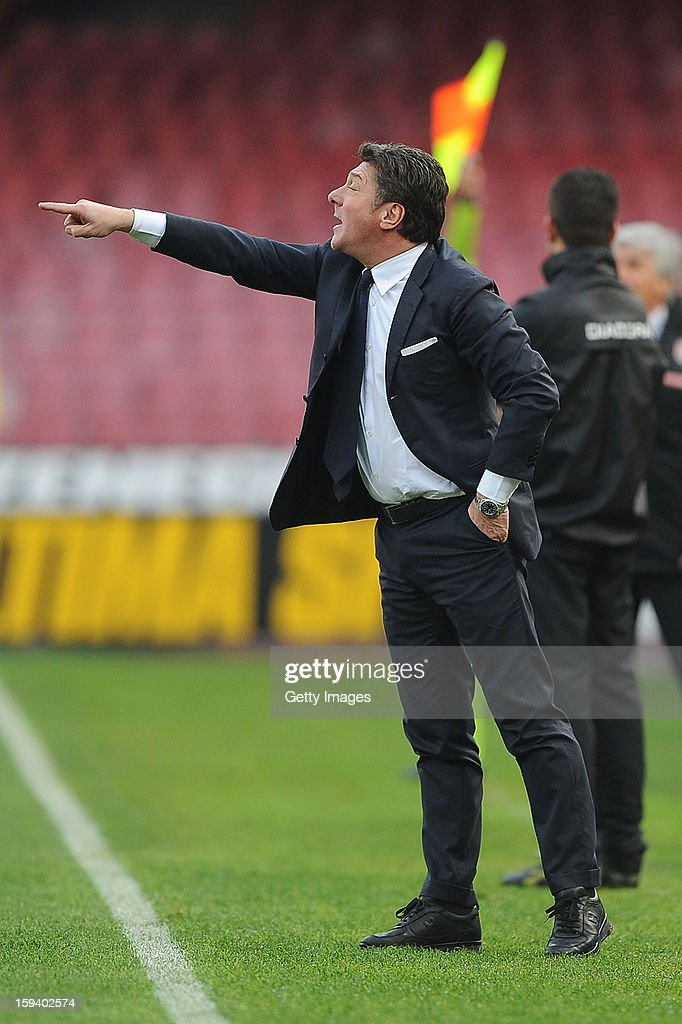 Head coach of Napoli <a gi-track='captionPersonalityLinkClicked' href=/galleries/search?phrase=Walter+Mazzarri&family=editorial&specificpeople=5314636 ng-click='$event.stopPropagation()'>Walter Mazzarri</a> gives instructions during the Serie A match between SSC Napoli and US Citta di Palermo at Stadio San Paolo on January 13, 2013 in Naples, Italy.