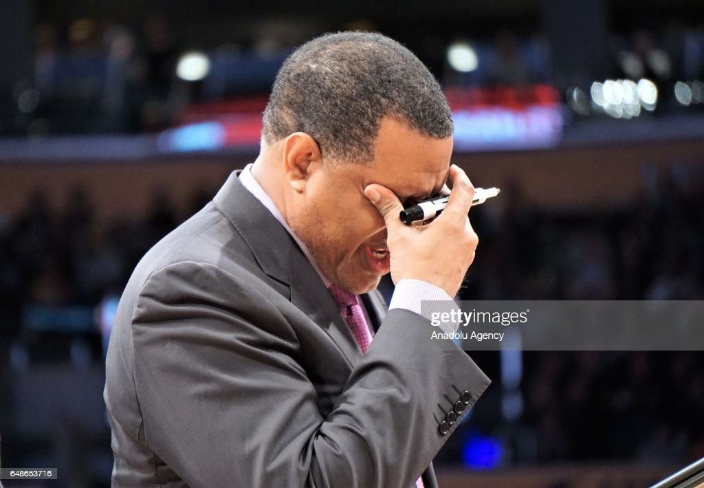 Head coach of New Orleans Pelicans Alvin Gentry gestures during the NBA basketball match between Los Angeles Lakers and New Orleans Pelicans on March 5, 2017 at STAPLES Center in Los Angeles, California, United States.