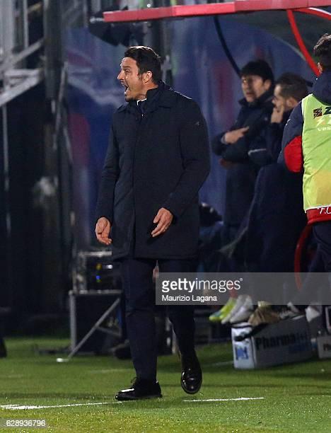Head coach of Pescara Massimo Oddo reacts during the Serie A match between FC Crotone and Pescara Calcio at Stadio Comunale Ezio Scida on December 10...
