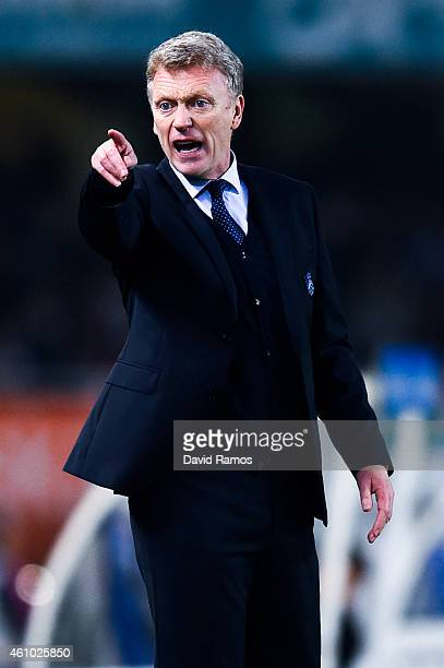 Head coach of Real Sociedad David Moyes reacts on during the La Liga match between Real Sociedad de Futbol and FC Barcelona at Estadio Anoeta on...