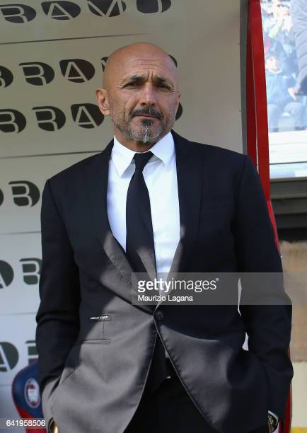 Head coach of Roma Luciano Spalletti during the Serie A match between FC Crotone and AS Roma at Stadio Comunale Ezio Scida on February 12 2017 in...