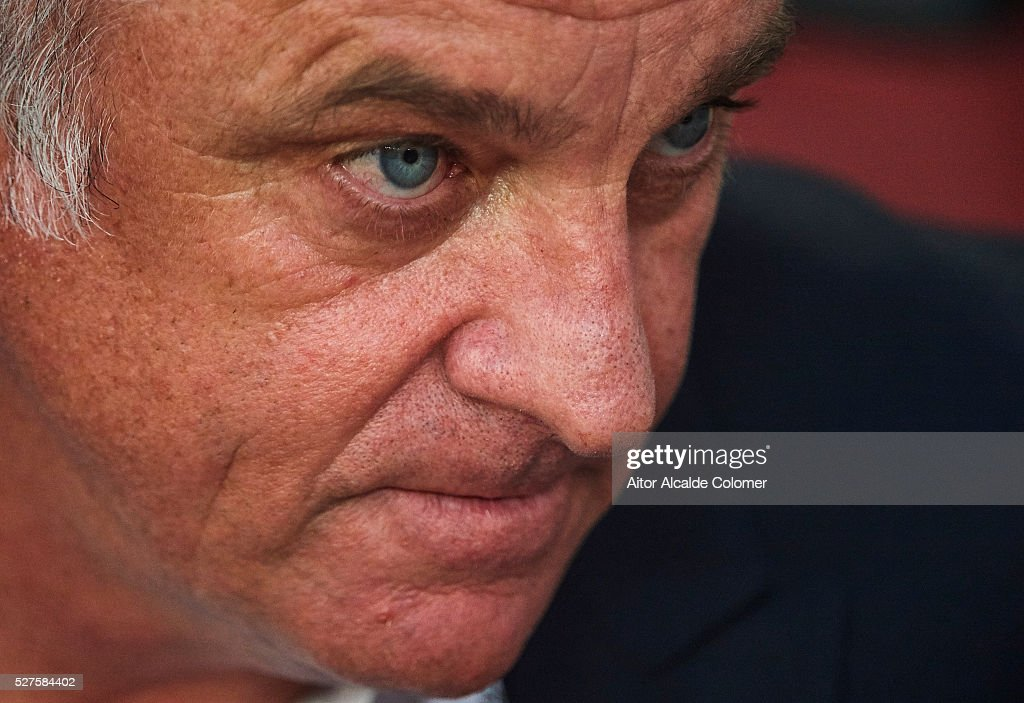 Head coach of Sydney FC <a gi-track='captionPersonalityLinkClicked' href=/galleries/search?phrase=Graham+Arnold&family=editorial&specificpeople=545662 ng-click='$event.stopPropagation()'>Graham Arnold</a> looks on during the AFC Asian Champions League match between Guangzhou Evergrande FC and Sydney FC at Tianhe Stadium on May 3, 2016 in Guangzhou, China.