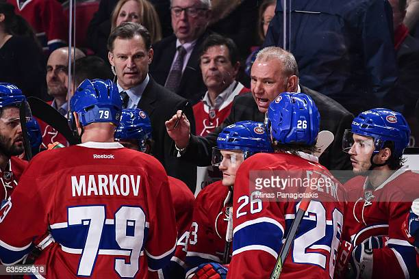 Head coach of the Montreal Canadiens Michel Therrien regroups his team during the NHL game against the Boston Bruins at the Bell Centre on December...