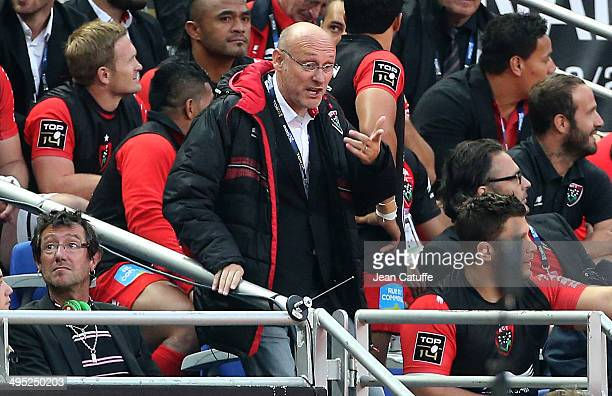 Head coach of Toulon Bernard Laporte looks on during the Top 14 Final between RC Toulon and Castres Olympique at Stade de France on May 31 2014 in...