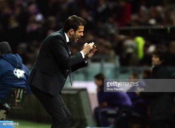 Head coach of Udinese Andrea Stramaccioni gestures during the Serie A match between Udinese Calcio and ACF Fiorentina at Stadio Friuli on March 22...