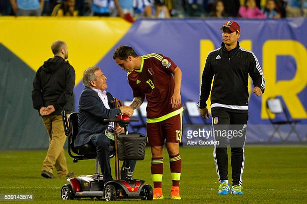 Head coach of Uruguay Oscar Taba‡rez shakes the hand of Luis Manuel Seijas of Venezuela after a group C match between Uruguay and Venezuela at...