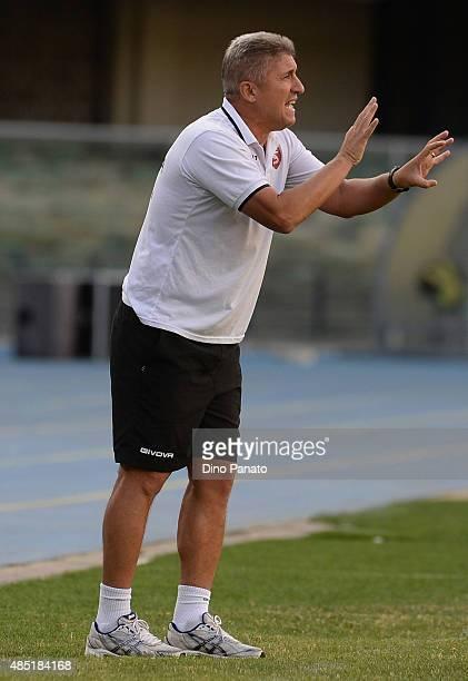 Head coach of US Salernitana Vincenzo Torrente gestures during the TIM Cup match between AC Chievo Verona and US Salernitana at Stadio Marc'Antonio...