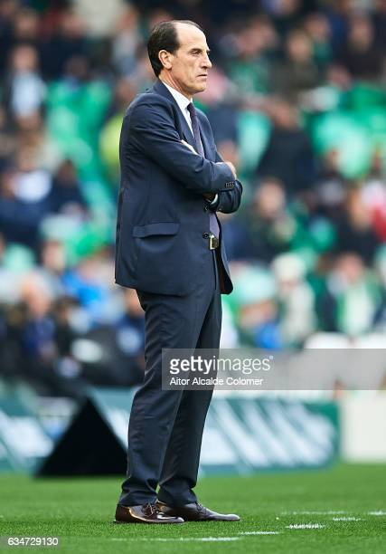 Head coach of Valencia CF Salvador Gonzalez 'Voro' looks on during La Liga match between Real Betis Balompie and Valencia CF at Benito Villamarin...
