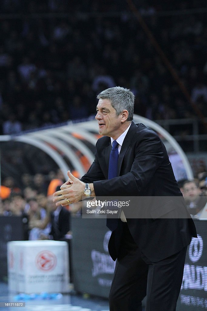 Head coach Oktay Mahmuti of Anadolu Efes directs his team during the 2012-2013 Turkish Airlines Euroleague Top 16 Date 7 between Anadolu EFES Istanbul and Real Madrid at Abdi Ipekci Sports Arena on February 14, 2013 in Istanbul, Turkey.