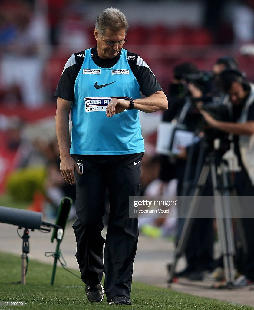 Head coach Oswaldo de Oliveira of Santos looks on during the match between Sao Paulo and Santos for the Brazilian Series A 2014 at Estadio do Morumbi on August 24, 2014 in Sao Paulo, Brazil.