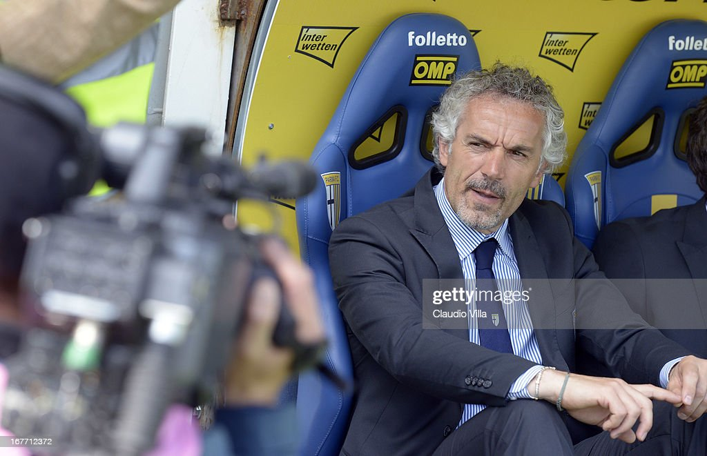 Head coach Parma FC <a gi-track='captionPersonalityLinkClicked' href=/galleries/search?phrase=Roberto+Donadoni&family=editorial&specificpeople=654860 ng-click='$event.stopPropagation()'>Roberto Donadoni</a> during the Serie A match between Parma FC and S.S. Lazio at Stadio Ennio Tardini on April 28, 2013 in Parma, Italy.