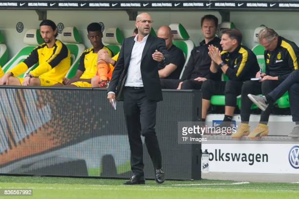Head coach Peter Bosz of Dortmund gestures during to the Bundesliga match between VfL Wolfsburg and Borussia Dortmund at Volkswagen Arena on August...