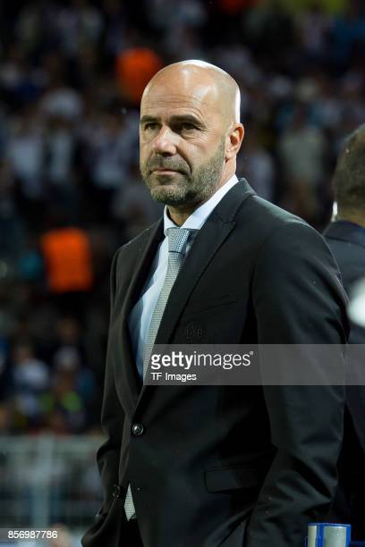 Head coach Peter Bosz of Dortmund looks on during the UEFA Champions League group H match between Borussia Dortmund and Real Madrid at Signal Iduna...