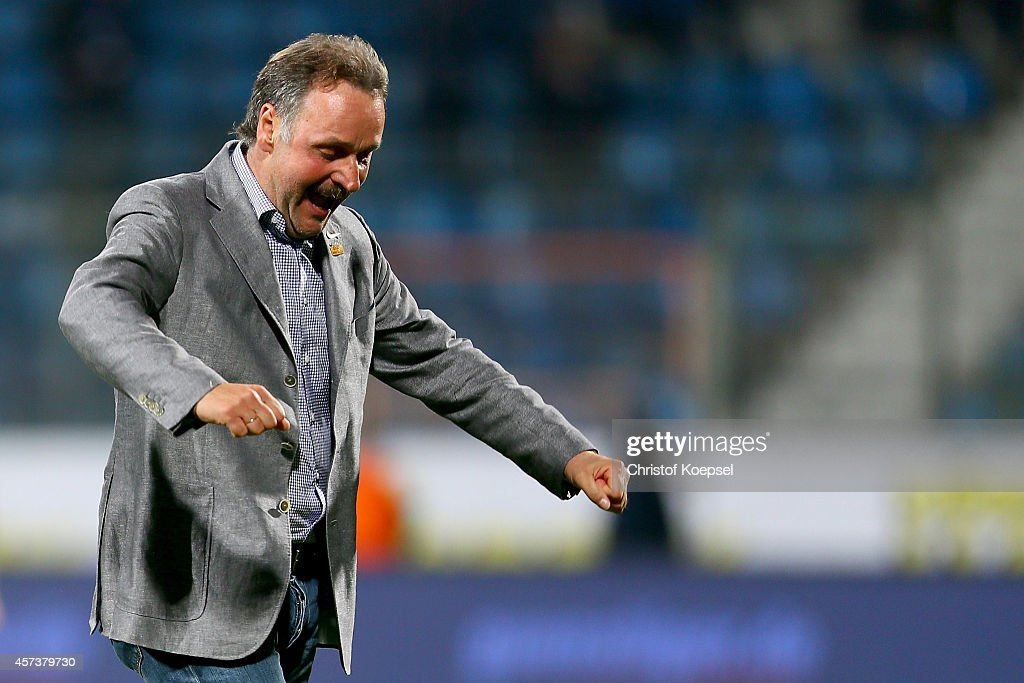 Head coach Peter Neururer of Bochum celebrates after the Second Bundesliga match between VfL Bochum and Darmstadt 98 at Rewirpower Stadion on October...