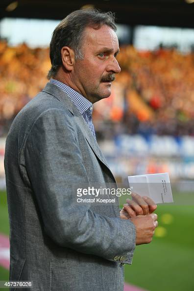 Head coach Peter Neururer of Bochum looks on prior to the Second Bundesliga match between VfL Bochum and Darmstadt 98 at Rewirpower Stadion on...