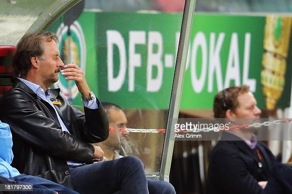 Head coach Peter Neururer of Bochum reacts during the DFB Cup second round match between Eintracht Frankfurt and VfL Bochum at CommerzbankArena on...