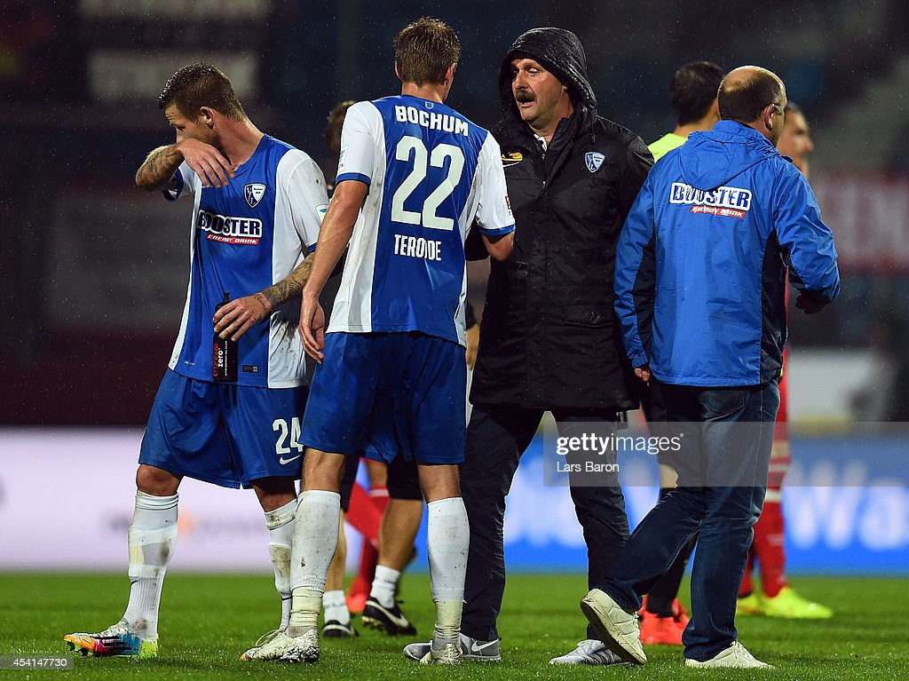 Head coach Peter Neururer of Bochum shakes hands with Simon Terodde after the Second Bundesliga match between VfL Bochum and 1 FC Union Berlin at...