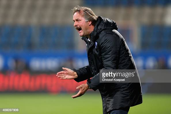 Head coach Peter Neururer of Bochum shows emotions during the Second Bundesliga match between VfL Bochum and Fortuna Duesseldorf at Rewirpower...