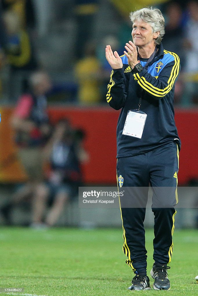 Head coach <a gi-track='captionPersonalityLinkClicked' href=/galleries/search?phrase=Pia+Sundhage&family=editorial&specificpeople=3280218 ng-click='$event.stopPropagation()'>Pia Sundhage</a> of Sweden applauds their team after the UEFA Women's EURO 2013 Group A match between Finland and Sweden at Gamla Ullevi Stadium on July 13, 2013 in Gothenburg, Sweden. The match between Finland and Sweden ende 0-5.