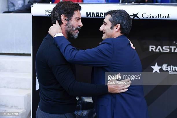 Head coach Quique Sanchez Flores of RCD Espanyol shakes hands with Head coach Ernesto Valverde of Athletic Club prior to the La Liga match between...