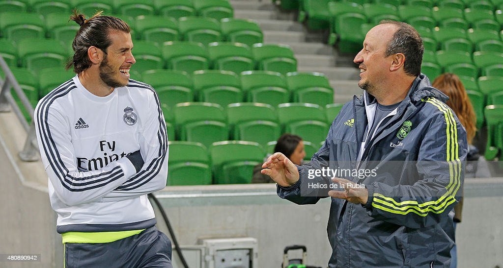 Head Coach Rafa Benitez (R) and <a gi-track='captionPersonalityLinkClicked' href=/galleries/search?phrase=Gareth+Bale&family=editorial&specificpeople=609290 ng-click='$event.stopPropagation()'>Gareth Bale</a> during a Real Madrid training session on July 16, 2015 in Melbourne, Australia.