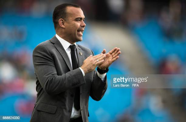 Head coach Rafael Dudamel of Venezuela gestures during the FIFA U20 World Cup Korea Republic 2017 group B match between Mexico and Venezuela at Suwon...