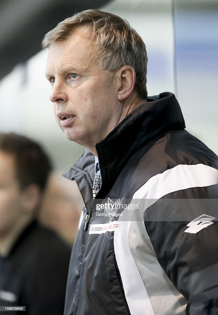 Head Coach Rob Daum of Linz watches the action during the Erste Bank Eishockey Liga match between Black Wings Linz and Moser Medical Graz99ers at Keine Sorgen EisArena on December 21, 2012 in Linz, Austria.