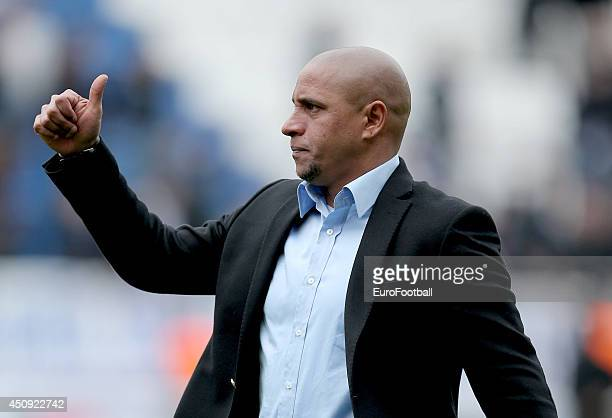 Head Coach Roberto Carlos of Sivasspor in action during the Turkey Super Lig match between Antalyaspor and Sivasspor match at the Akdeniz University...