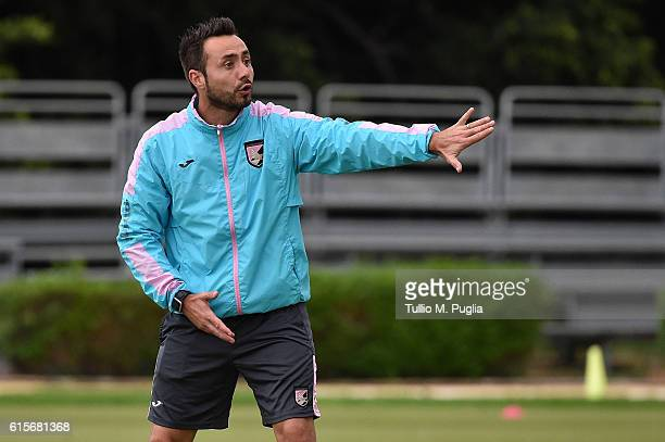 Head coach Roberto De Zerbi in action during a US Citta' di Palermo training session at Carmelo Onorato training center at Campo Tenente Onorato on...